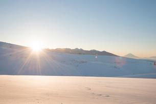 霧ヶ峰高原よりのぞむ八ヶ岳からの日の出の写真素材 [FYI03184224]