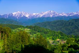 小川村より山村と北アルプス連峰一望の写真素材 [FYI03184685]