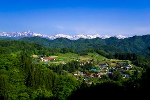 小川村より山村と北アルプス連峰一望の写真素材 [FYI03184686]