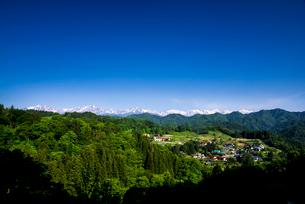 小川村より山村と北アルプス連峰一望の写真素材 [FYI03184689]
