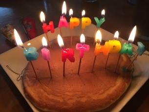 誕生日パンケーキ 写真素材の写真素材 [FYI03184697]
