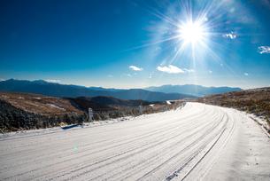 冬の霧ヶ峰ビーナスラインの写真素材 [FYI03184981]