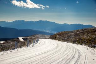 冬の霧ヶ峰ビーナスラインの写真素材 [FYI03184999]