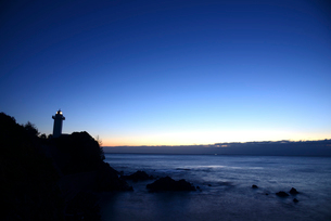 安乗崎灯台と夜明けの写真素材 [FYI03185312]