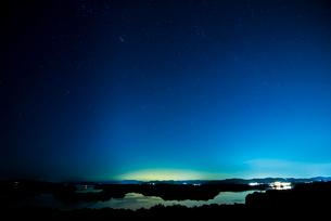 伊勢志摩 登茂山公園桐垣展望台より英虞湾と星空の写真素材 [FYI03185351]