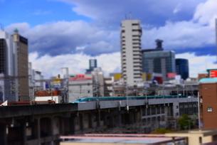 東北新幹線と仙台の街並みの写真素材 [FYI03185376]