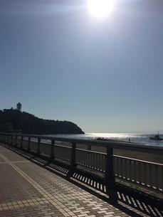 江ノ島と海と太陽 写真素材の写真素材 [FYI03185377]