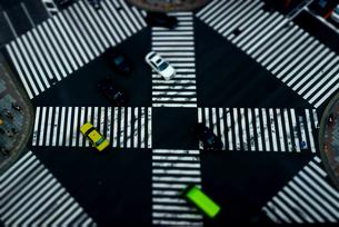 東急プラザ銀座テラスよりミニチュア風な数寄屋橋交差点の写真素材 [FYI03185512]