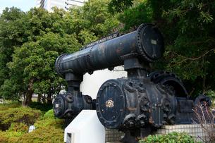 日本丸メモリアルパークに展示してある空気圧縮機の写真素材 [FYI03185923]