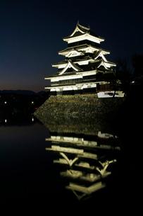 現存する日本最古の五重天守である松本城の写真素材 [FYI03185950]