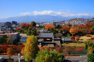 現存する日本最古の五重天守である松本城の写真素材 [FYI03185961]