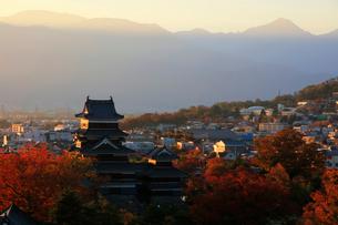 現存する日本最古の五重天守である松本城の写真素材 [FYI03185966]