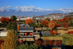 現存する日本最古の五重天守である松本城の写真素材 [FYI03185974]