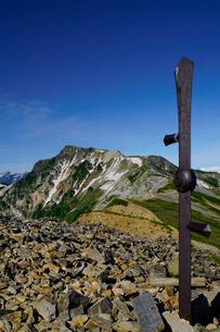 白馬岳から眺める杓子岳と鑓ヶ岳の写真素材 [FYI03186019]