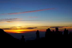 白馬岳から眺める夕日の写真素材 [FYI03186029]