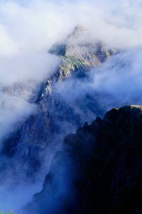 白馬岳から杓子岳を望むの写真素材 [FYI03186033]