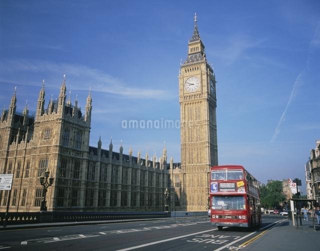 ビックベンとダブルデッカーバス ロンドン イギリスの写真素材 [FYI03186090]