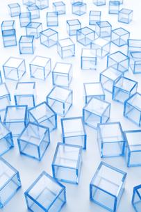 青アクリルキューブ群の写真素材 [FYI03186293]