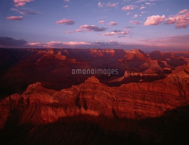 夕暮れのグランドキャニオン  アリゾナ アメリカの写真素材 [FYI03186585]