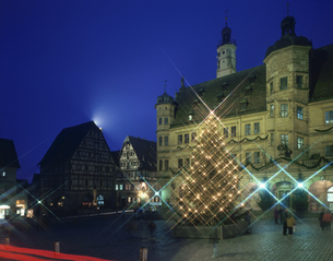 マルクト広場のクリスマスツリー ローテンブルク ドイツの写真素材 [FYI03186661]
