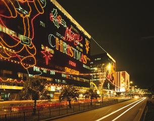 ソールズベリーロードのクリスマスイルミネーション 九龍 香港の写真素材 [FYI03186914]