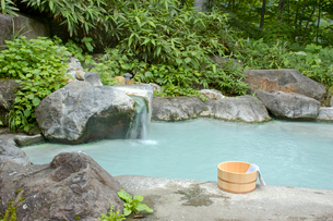 温泉とたらいの写真素材 [FYI03187137]
