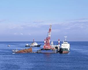 ロシア船沈没重油回収作業 福井県の写真素材 [FYI03187144]