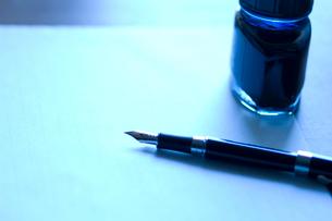 万年筆と原稿用紙の写真素材 [FYI03187290]