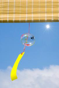 太陽と風鈴の写真素材 [FYI03187390]