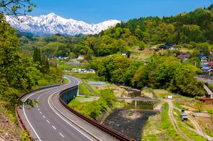 五輪道路より望む五竜岳の写真素材 [FYI03187776]