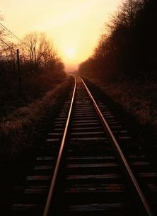 朝日に輝く鉄道 北海道の写真素材 [FYI03188185]
