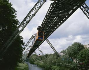 モノレール ブタカル ドイツの写真素材 [FYI03188412]