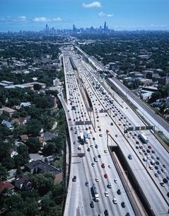 シカゴのフリーウェイの空撮 イリノイ州 アメリカの写真素材 [FYI03188811]