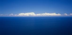 玄海灘の夏雲と海(青・白) 志摩町 福岡県の写真素材 [FYI03188995]