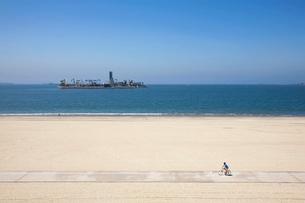海辺のバイク道路の写真素材 [FYI03189640]