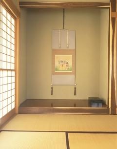 床の間の掛け軸の写真素材 [FYI03190143]