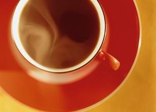 赤いコーヒーカップの写真素材 [FYI03190331]