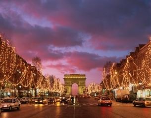 シャンゼリゼ大通りのクリスマス  パリ フランスの写真素材 [FYI03191815]