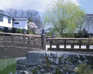春の八幡堀と橋  近江八幡市 滋賀県の写真素材 [FYI03192213]