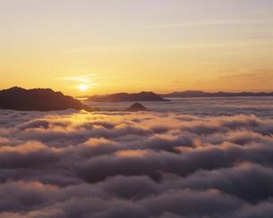 雲海と日の出 長野県の写真素材 [FYI03192335]
