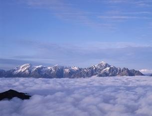唐松岳より雲海と立山・剣連峰 富山県の写真素材 [FYI03192362]