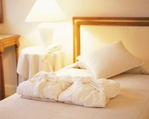 ホテルのベッドルームの写真素材 [FYI03192366]