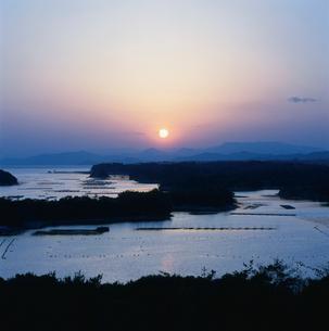 英虞湾の夕日の写真素材 [FYI03192514]