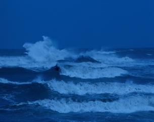 荒れる海の写真素材 [FYI03192625]