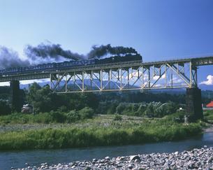 走る鉄道 福島県の写真素材 [FYI03192910]