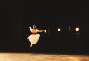 バレエを踊る女性の写真素材 [FYI03192951]