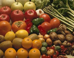 食材集合(野菜と果物とスパイス)の写真素材 [FYI03193151]
