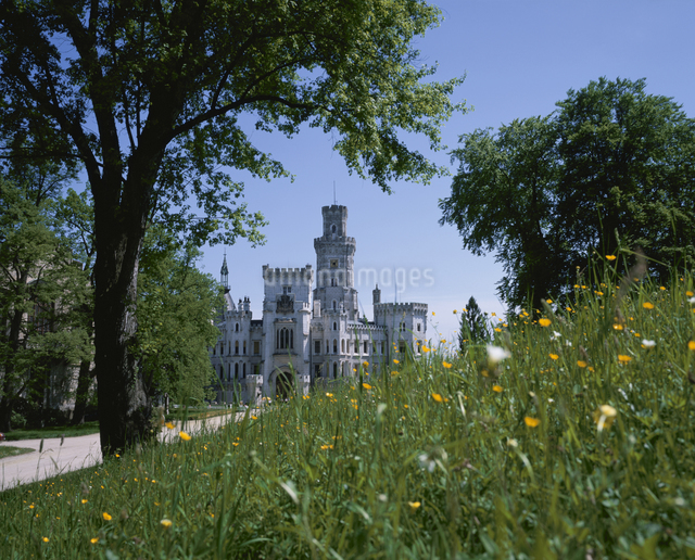 フルボガー城と花 フルボガ チェコの写真素材 [FYI03193488]