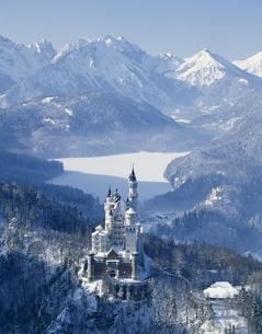 ノイシュバンシュタイン城の雪景色   ババリア ドイツの写真素材 [FYI03193600]