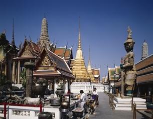 エメラルド寺院内部にて バンコク タイの写真素材 [FYI03193706]